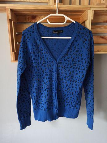 Granatowy sweter w nutki