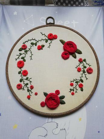Haftowany obrazek róże tamborek 27 cm wianek