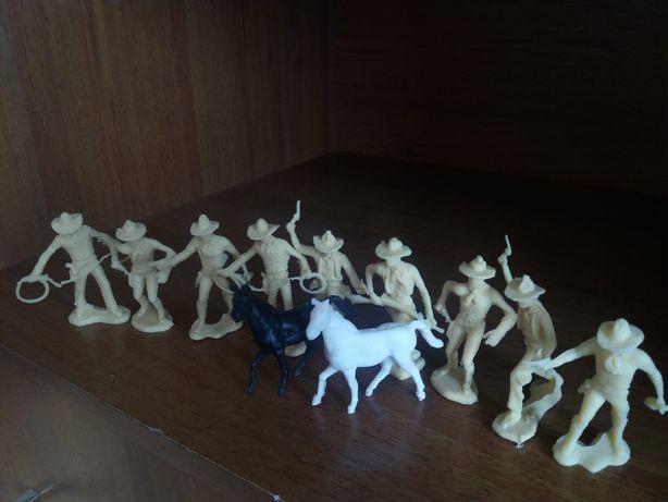 Іграшки дитячі ковбої