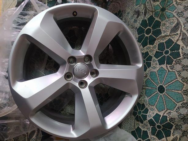Комплект дисков с нового авто.(Audi, WV)  8R0601025BE R19 5х112 8J ET2