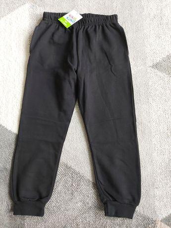 Nowe spodnie dresowe, czarne 122-128, 6-7 LAT