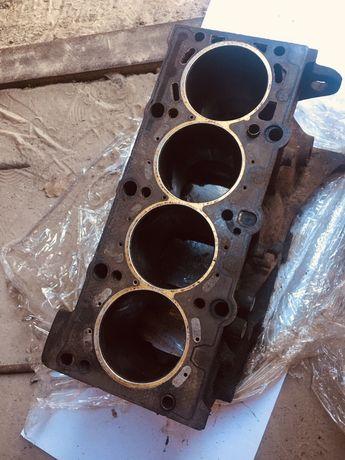 Блок двигателя БМВ е46 м43б19