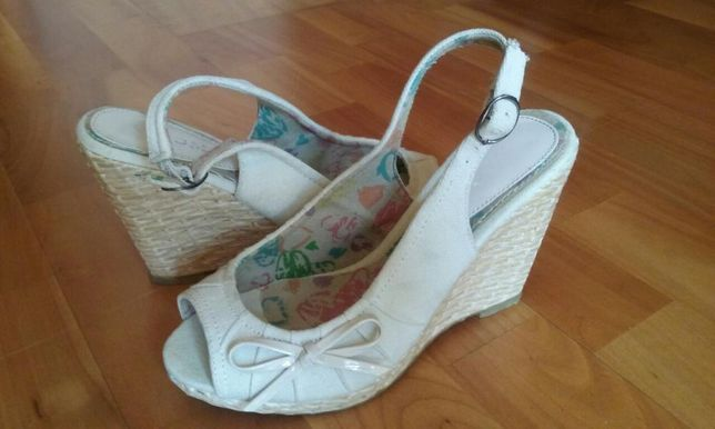 Sandały na koturnie r 36