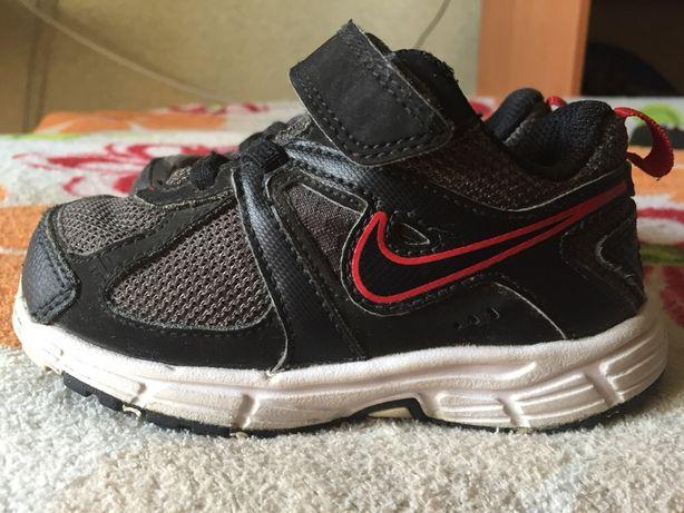Фирменные кроссовки Nike на мальчика