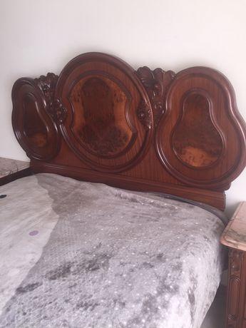 Mobilia de quarto em madeira de nogueira