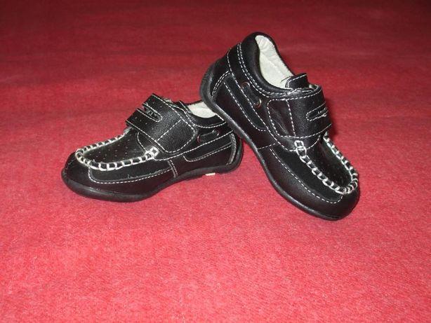 продам новые кожаные туфли мокасины для мальчика