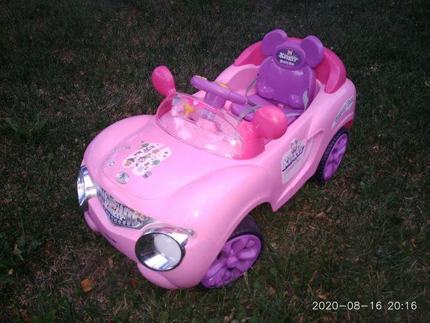 Różowe auto dla dziewczynki lub samochód dla lalki