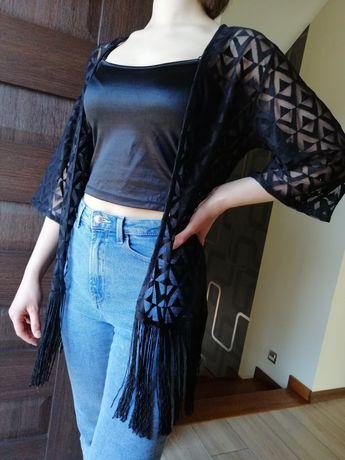 Czarna narzutka kimono z frendzlami