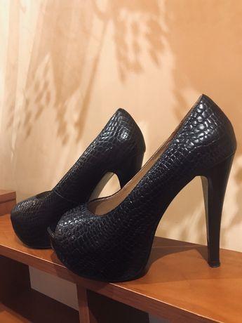 Черные туфли на каблуке/чорні туфлі на каблуку