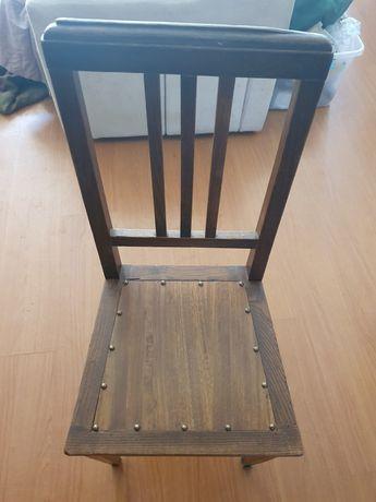 Cadeiras de madeira antigas