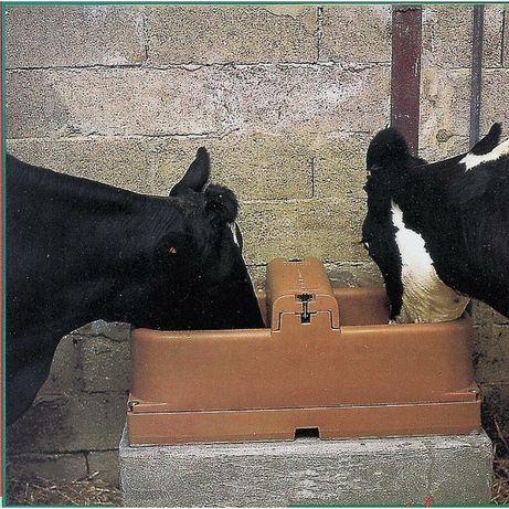 Poidło podgrzewane ISOBAC podgrzewane mrozoodporne dla bydła koni