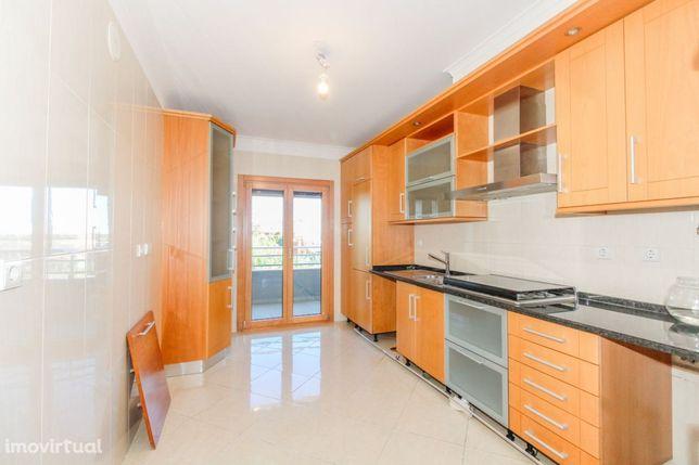 Apartamento T3 com 2 garagens na Malvarosa