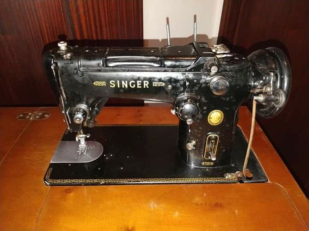 Máquina Custura Singer 319K com móvel (década 50)