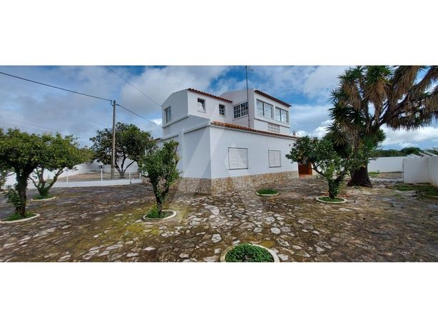 Propriedade com 1.300 m2 em Almancil, com moradia isolada...