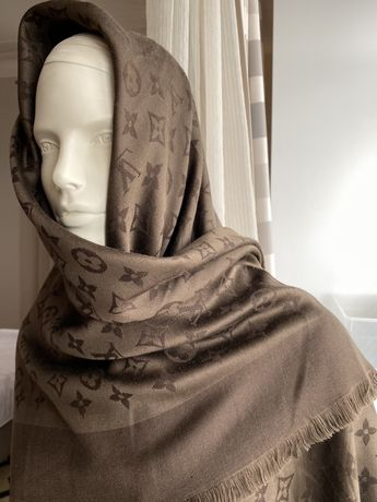 Louis Vuitton платок-шаль  140•140 оригинал