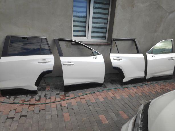 Двери Toyota RAV4 RAV-4 2019-2021 белый перламутр.