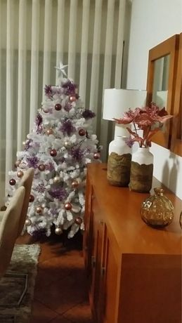 Árvore Natal Branca com decoração incluída