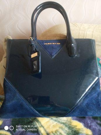 Женская элегантная сумка тёмно-синего цвета со вставками из замши