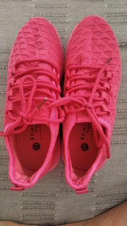 Кроссовки на девочку 34 размер. Reserved.
