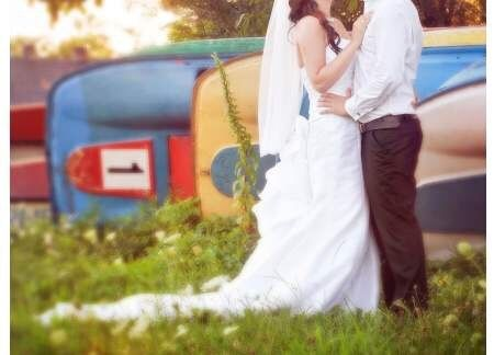 Piękna suknia ślubna z długim odpinanym trenem