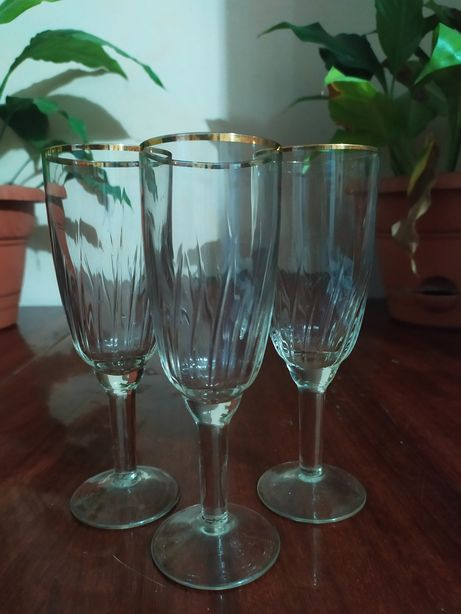 Бокалы, келихи, стакани