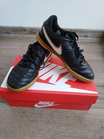 Buty chłopięce 36,5 Nike
