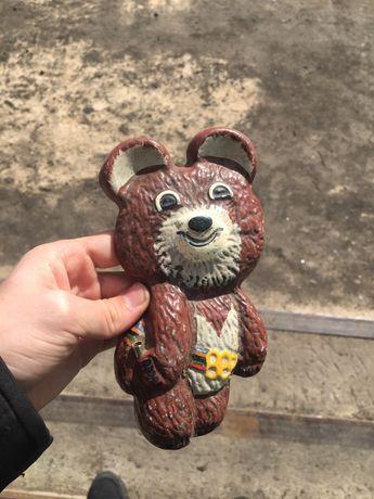 Сувенирный металлический олимпийский мишка времён СССР.
