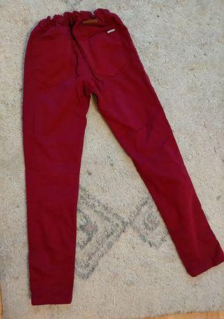 Sprzedam dziewczęce czerwone spodnie roz.134-140