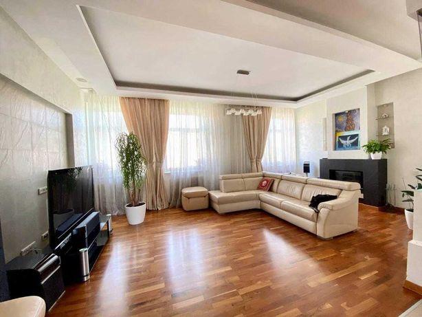 Шикарная двухуровневая квартира на Золотых Воротах.