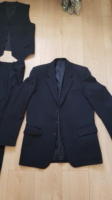 Garnitur czarny stan idealny, założony 2 razy rozmiar XL