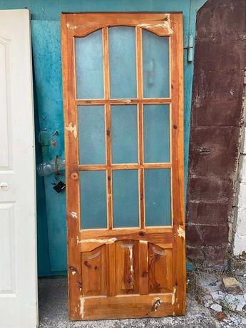 Дверь с луткой межкомнатная (дерево + стекло)