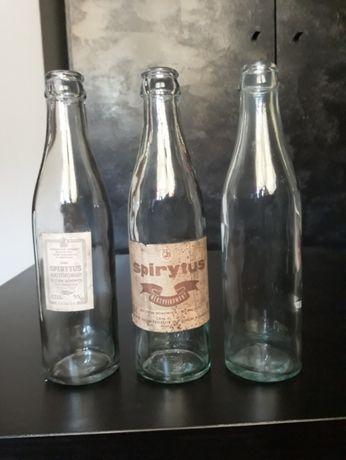 stare butelki po spirytusie z oryginalnymi etykietami