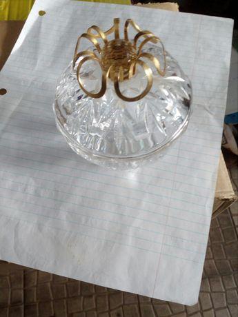 Caixa em cristal com tampa com aplicacao em latao