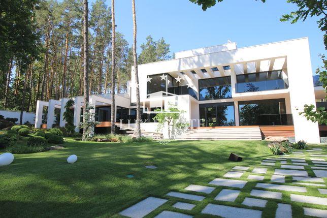 LuxEstate предлагает в аренду элитный загородный дом в стиле Hi-Tech