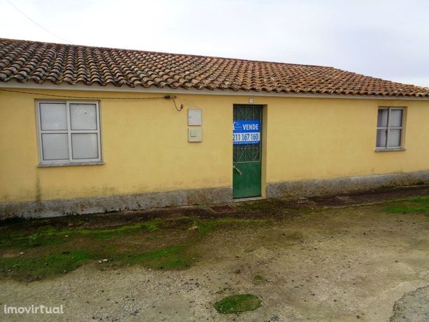 Moradia T3 para recuperar em aldeia calma no concelho de ...
