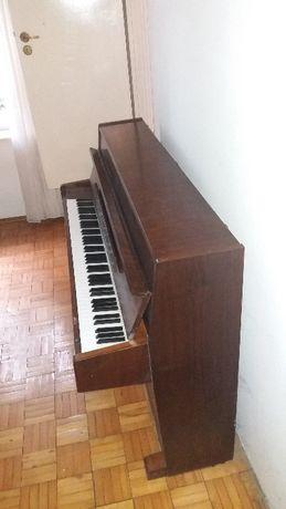 Pianino Legnica używane