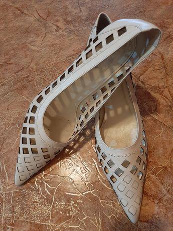 Белые туфли р.40 braska кожа