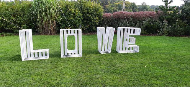 Napis Love na ślub idealne do zdjęć jako dekoracja