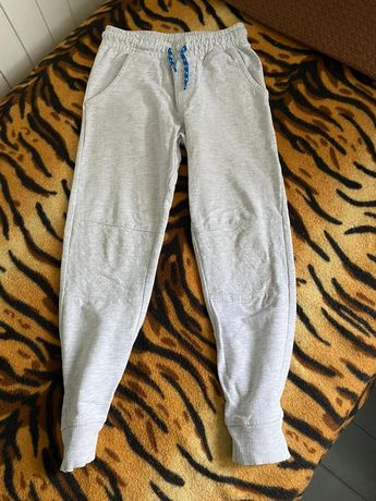 Spodnie dresowe 122 st. Idealny