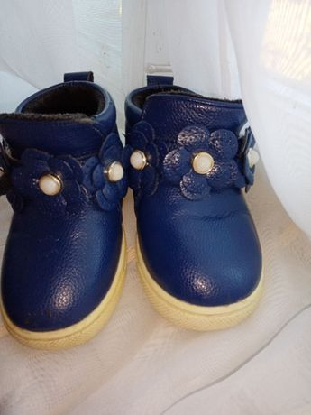 Детские ботинки на осень - весну для девочки на липучке.