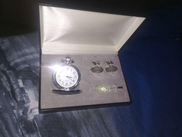 Fajny komplet na prezent zegarek, spinki