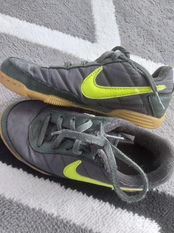Nike buty butelkowa zieleń neonowy znaczek  Nike r31.5