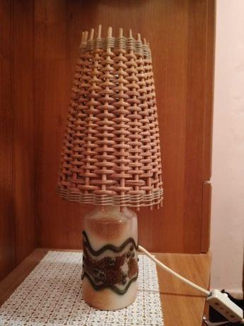 Lampa wiklinowa na porcelanowej podstawie