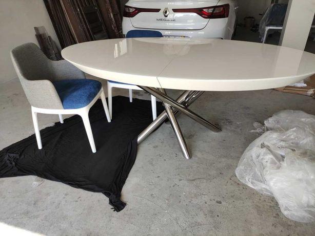 Mesa Oval com tampo Branco