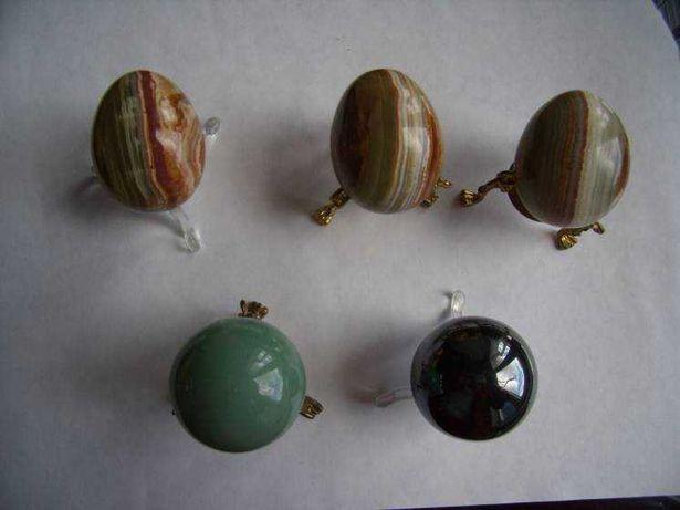 Изделия из натурального камня: оникса, нефрита и гематита: шары, яйца