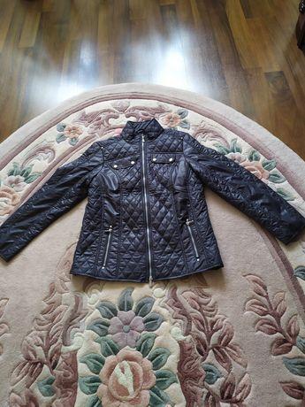 Продаю женскую демисезонную курточку пр-во Германия.