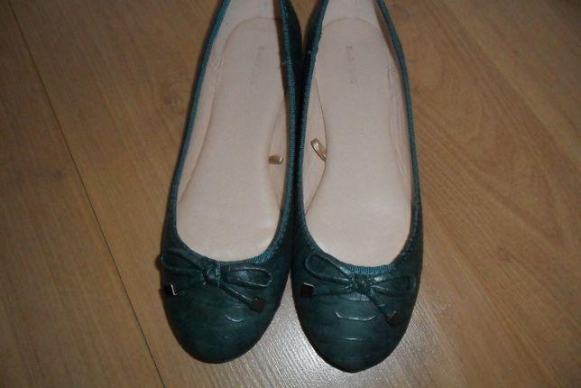 Três pares de Sapatos de senhora