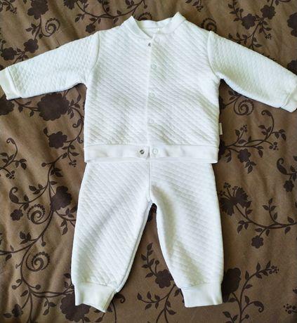 Белый спортивный костюм для малыша