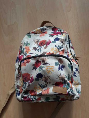 plecak dziewczęcy w kwiaty