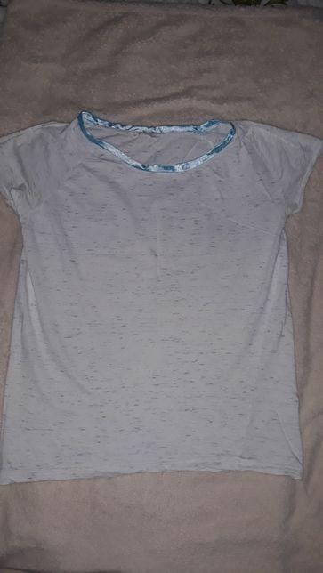 Koszulka biała z niebieskimi wzorami